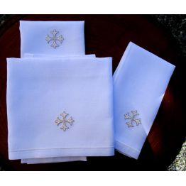 x) Service de Messe avec broderie blanche et fil doré