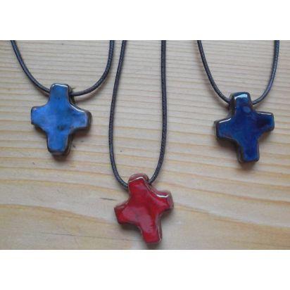 croix pendentif en terre cuite émaillée (vendue à l'unité) de Croix & Chapelets