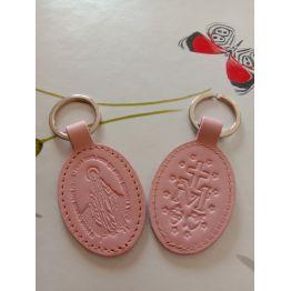 Porte-clés en cuir rose pâle avec motif médaille miraculeuse