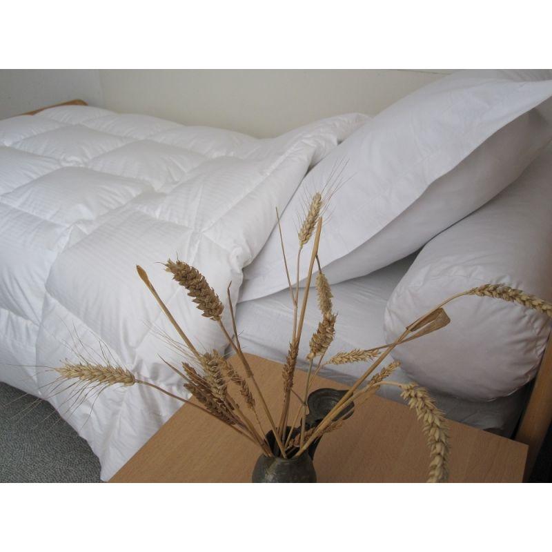achetez en ligne notre couette naturelle mi saison en duvet d 39 oie. Black Bedroom Furniture Sets. Home Design Ideas