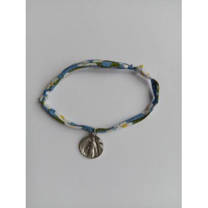 Bracelet liberty bleu à fleurs avec médaille ND de Pellevoisin de Médailles